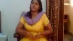 Indian hookup movie  of an Indian aunty showing her large hooters