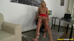 Skinny long legged babe rents a flat with her ass