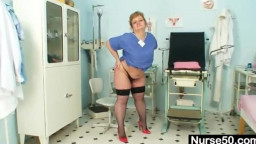 corpulent mom Vilma dirty cunt stretching